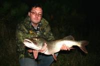 Roman Garabík se štikou 86 z řeky Moravy listopad 08