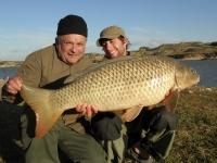 Klient Rosťa s průvodcem Nečou s kapříkem 94cm 1.11.010 Ebro