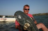 Pavel se svým sumíkem na rybu ze dna. Ebro říjen 010