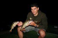 Marek na nočním lovu okounů